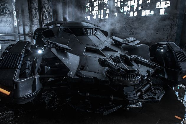 batman_v_superman_zach_znyder_degaine_la_photo_de_la_batmobile_1