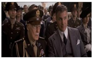 Stan Lee : un général (caméo)